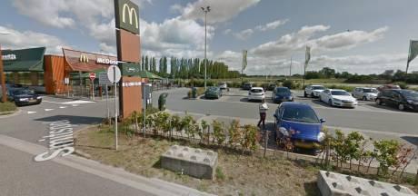 Politie pakt twee mannen op na drugsdeal bij McDonald's in Nijkerk