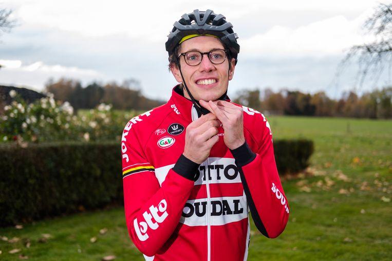 Wielrenner Stig Broeckx is opnieuw aan het fieten nadat hij een jaar in coma heeft gelegen na een ongeval.