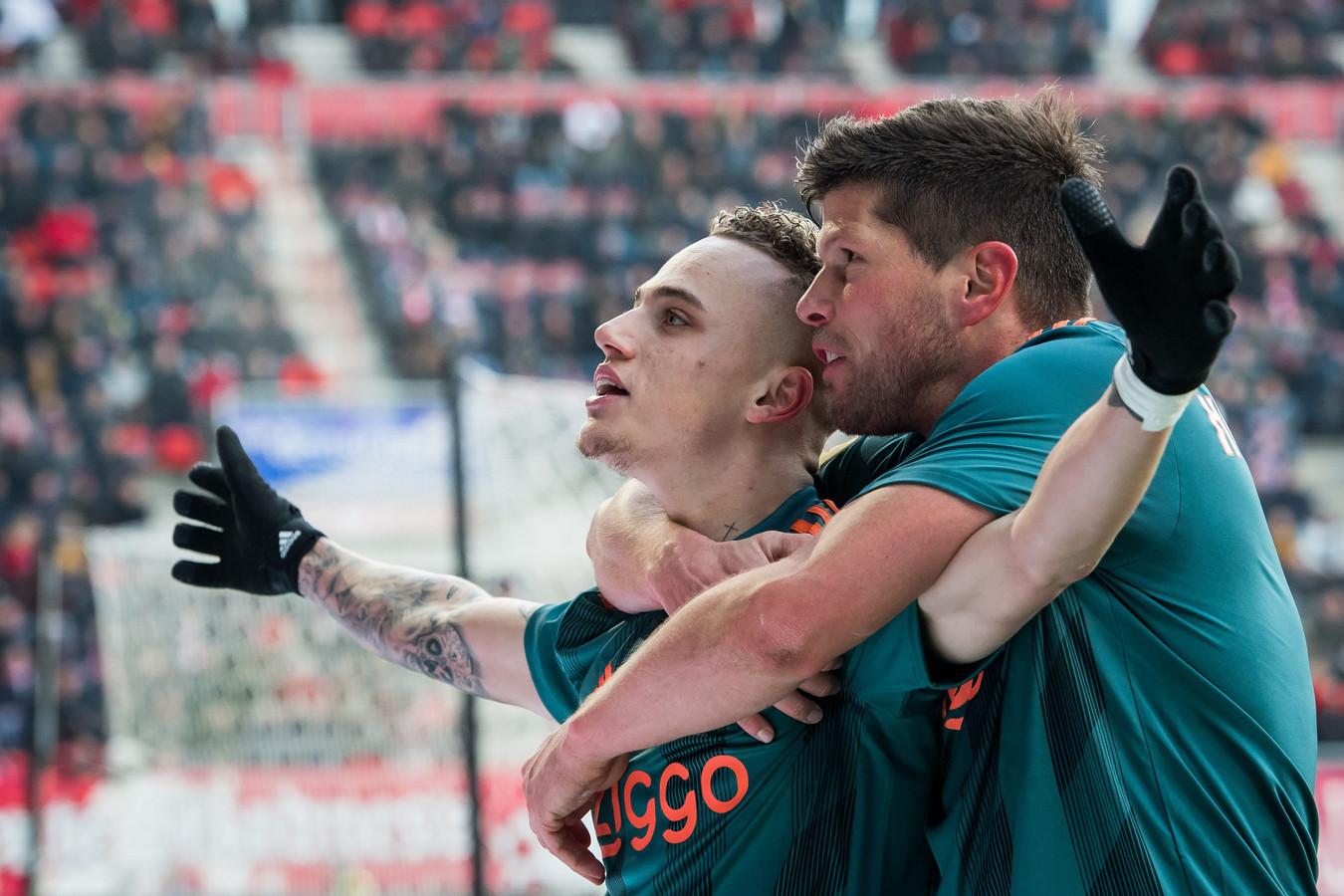 De grote mannen bij Ajax vandaag: Noa Lang (3 goals) en Klaas-Jan Huntelaar (2 goals)