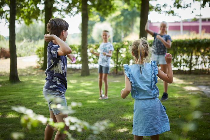 De tuin bij KindermeZZo in Zwolle is meer dan alleen een speelplek.