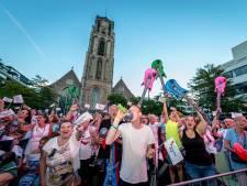 Iedereen wil meeblèren: Rotterdam Zingt op Schouwburgplein 'wordt net zo knus'