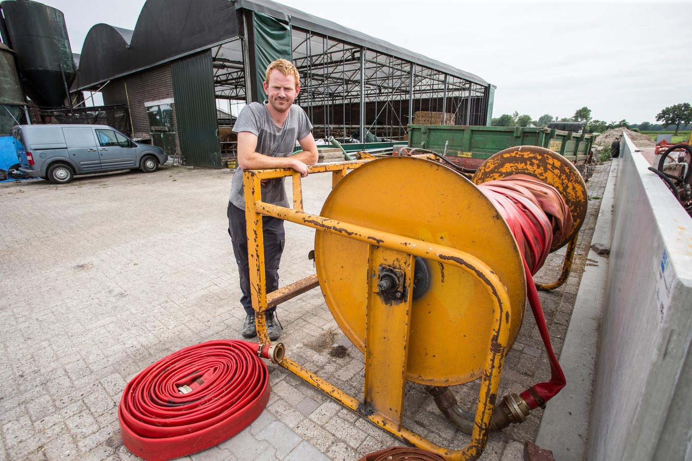 De slangen van boer Ronald Klein Geltink blijven voorlopig opgerold. Vanwege het verbod op gebruik van grond- én oppervlaktewater valt er niets te sproeien.