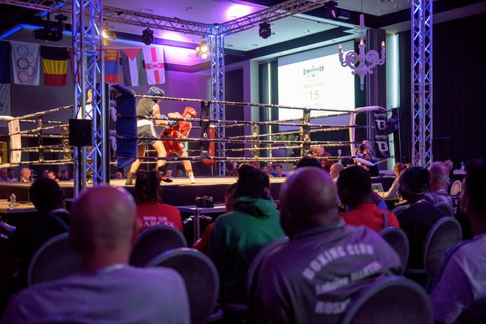 EINDHOVEN - Sfeerfoto's grootste Olympische boksevenement van Nederland. Nationale en internationale toppers betreden de ring in Hotel van der Valk Eindhoven