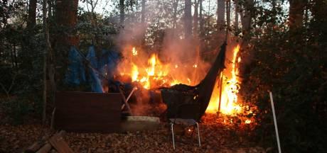 Boomhut bij zorginstelling Ermelo brandt af