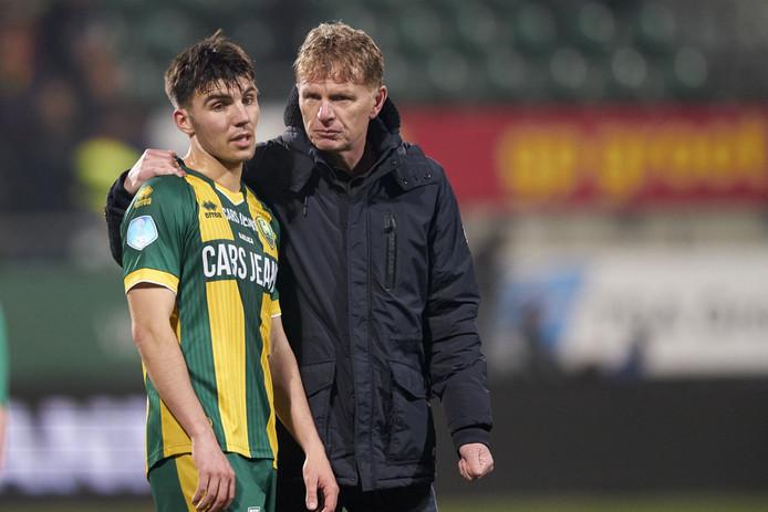 ADO-trainer Fons Groenendijk en invaller Aleksander Bjelica.