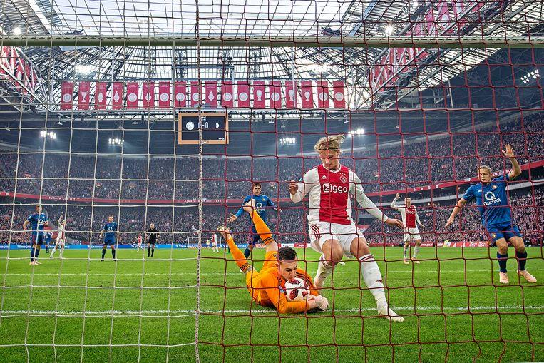 Voor Feyenoord rest een lang seizoen na verlies van Ajax met 3-0 in fletse klassieker