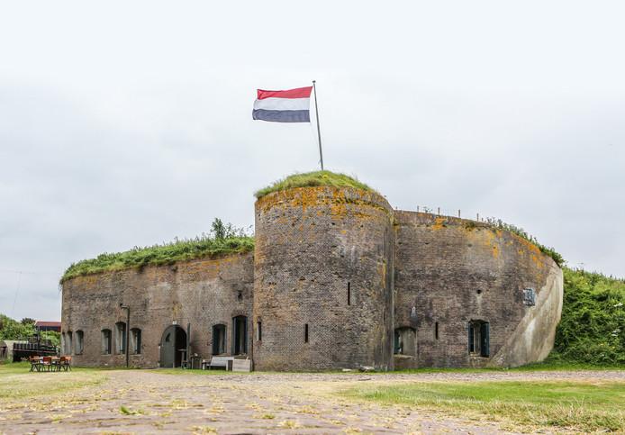 Cromstrijen Zet Karakteristiek Fort Buitensluis In Als