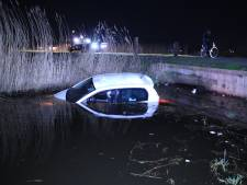 Auto te water nadat bestuurder verkeerde afslag neemt in Veenendaal