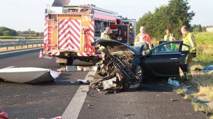 Avondje Gentse Feesten eindigt met zware crash op E403 in Lichtervelde: persoon in levensgevaar