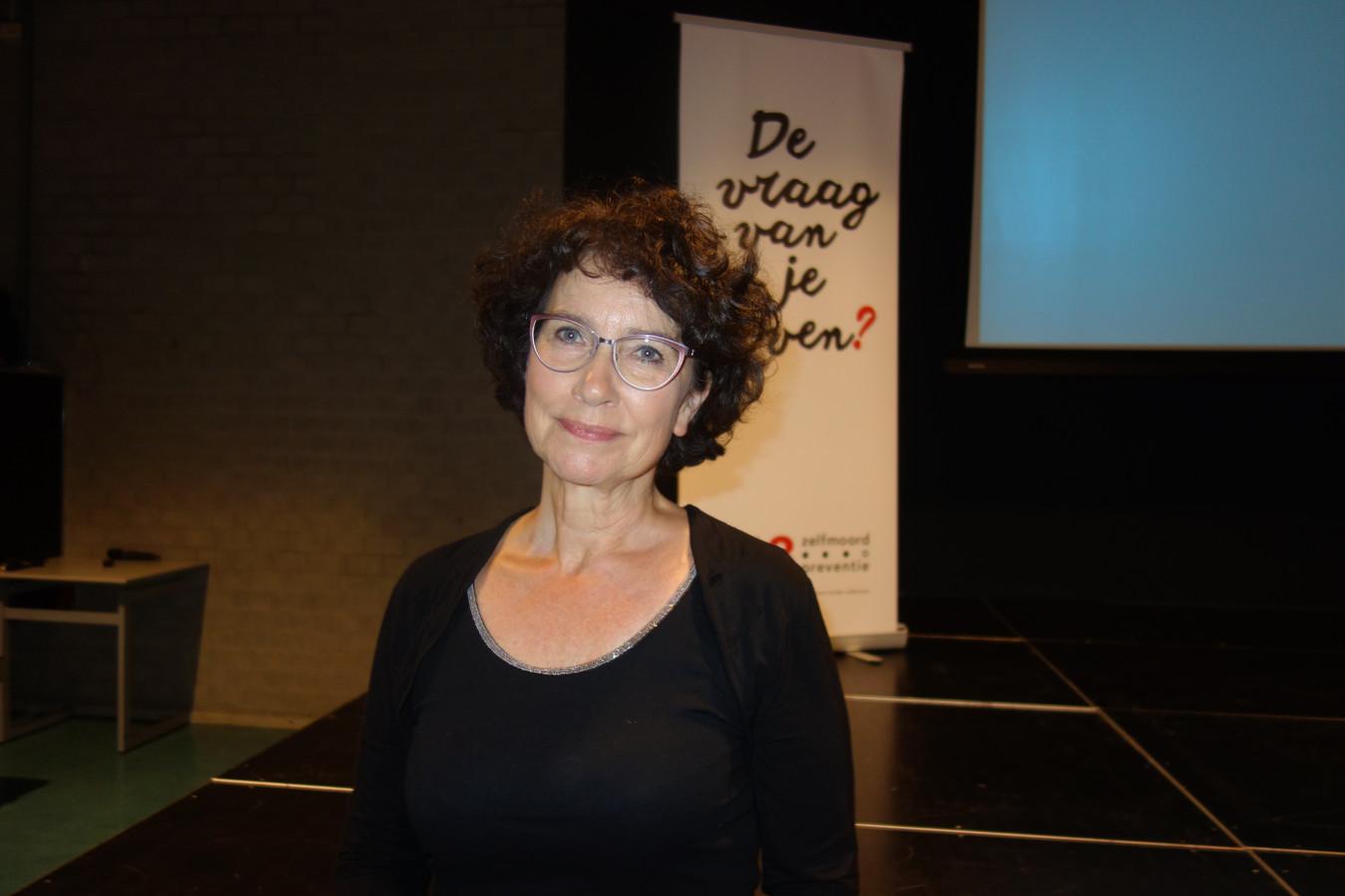 Tijdens de infoavond over zelfdoding in Someren vertelde Karen Keukelaar hoe je iemand kunt helpen die suïcidale gedachtes heeft.