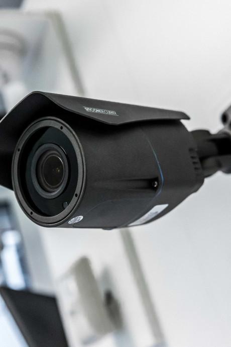 Agent herkent Veenendaalse dief van camerabeelden inbraak sportkantine