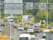 Ongeluk met motorrijder en vrachtwagen op A50 bij Son en Breugel, weg weer vrij