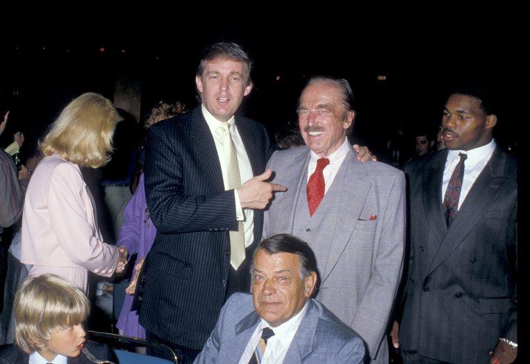 De familie Trump vroeger met van links naar rechts: Donald Trump Jr., Donald Trump, Fred Trump (Donald Trumps vader) en Herschel Walker.  Beeld WireImage