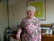 Jannie uit Losser is 85, maar helpt nog altijd de ouderen: 'Sommigen zijn jonger dan ikzelf'
