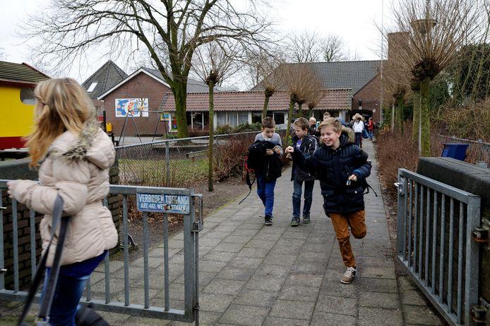 Christelijke basisschool De Wiekslag anno 2013. De school aan de Wijkstraat is meer dan honderd jaar oud.