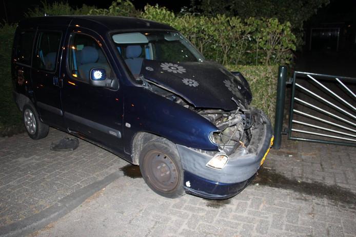 De gehavende auto van de dronken bestuurder.