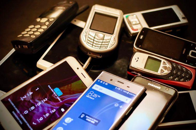 Om de drie jaar hebben we een nieuwe smartphone nodig. Of : dat dénken we toch.