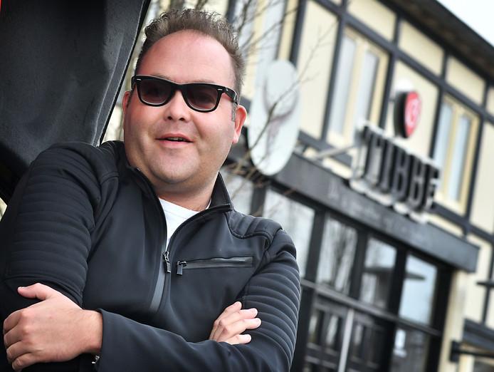 Bram van den Bosch (van restaurant Tibbe) probeert van zijn alcoholverslaving af te komen en heeft plannen met zijn horeca etablissement.