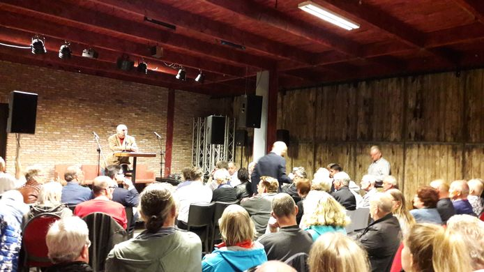 Een volle zaal binnenstadsbewoners laat in café The Ballroom horen welke soorten overlast ze allemaal ervaren