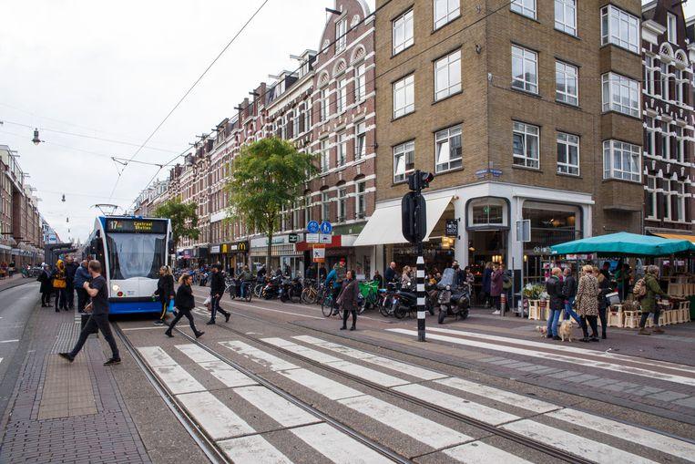 De Kinkerstraat, nu nog met trambanen. Beeld CARLY WOLLAERT