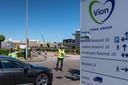 Nederland,  Boxtel, werknemers van varkensverwerkingsbedrijf Vion werden gecontroleerd op aantal van mensen in een voertuig en op het gebruik van mondkapjes