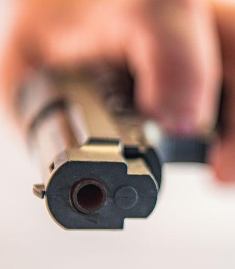Jonge mannen beroven 14-jarige jongen onder bedreiging van vuurwapen