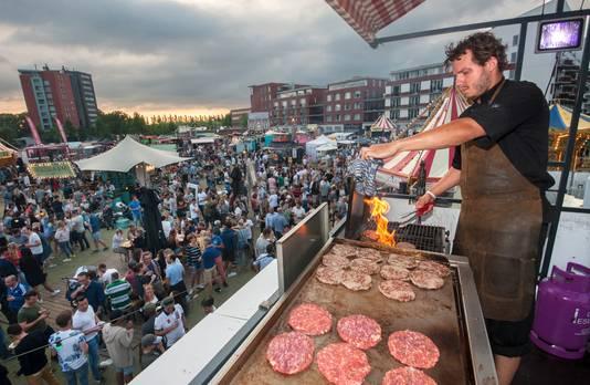 Den Bosch heeft meerdere Foodtruck Festivals, zoals deze in het Paleiskwartier. Schijndel en Oss krijgen dit jaar het festival Tjoeke Tjoeke Food Food.