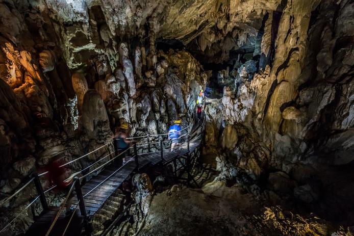 Beelden van de Deer Cave (Gua Rusa) in Maleisië.