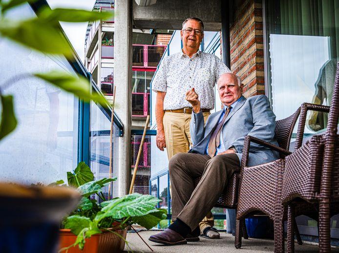 Jaap de Vlieger (72, links) en Aart de Lang (82) waren geëmotioneerd toen ze ontdekten dat hun familiegeschiedenis zo met elkaar is verweven.
