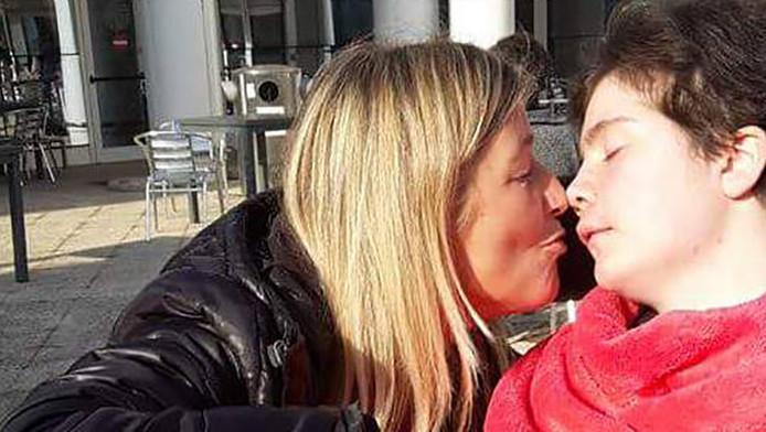 De in Italië woonachtige Danielle Conjarts weet even niet meer hoe het verder moet.