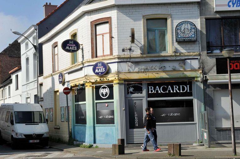 Het café blijft gesloten tot de nieuwe eigenaar een vergunning van de stad gekregen heeft.