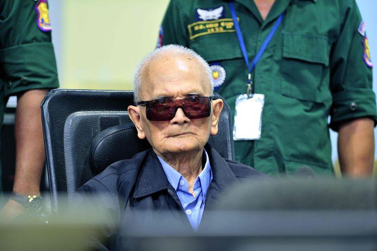 Voormalig Rode Khmer aanvoerder Nuon Chea tijdens de zitting van het Cambodja-tribunaal.  Beeld AFP