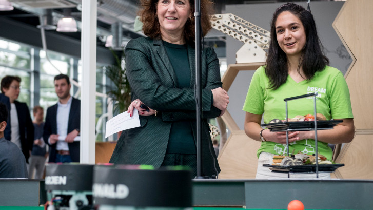 Onderwijsminister Van Engelshoven bezoekt Enschede