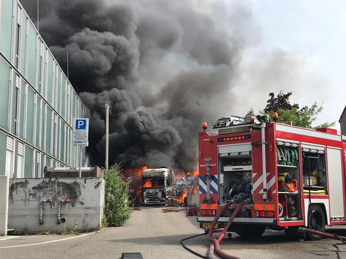 Vrachtwagen in brand bij Albert Heijn in IJsselstein