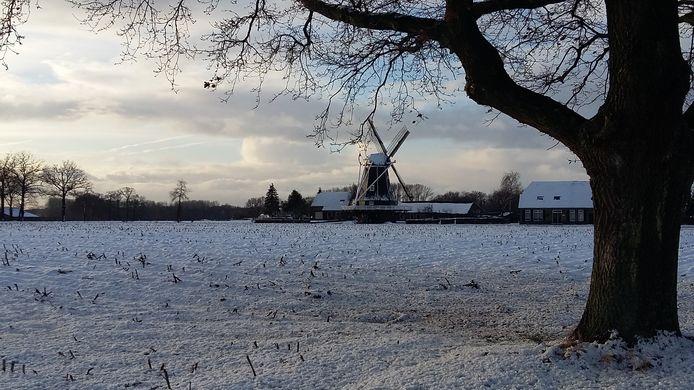 De Benninkmolen bij Doetinchem in de sneeuw.