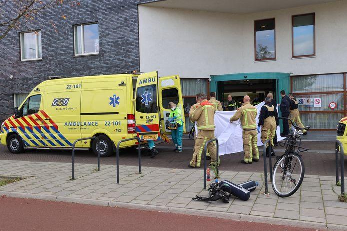 Brand bij gezondheidscentrum in Eindhoven, waarbij een vrouw zwaargewond zou zijn geraakt.