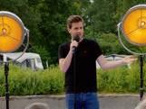 Cabaretier Martijn neemt Drentse campinggasten op de hak