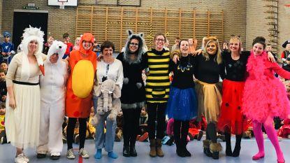 """Juffen vormen een """"beestige bende"""" op carnavalsfeest in De Bosrank"""