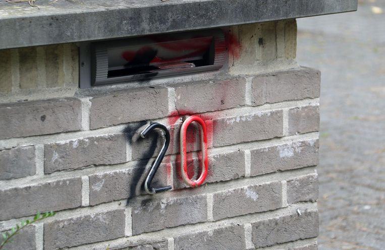 Ook brievenbussen en huisnummers werden beklad.