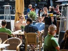 LIVE | Burgemeester Apeldoorn blikt positief terug op eerste terrasdag, skatebaan Zwolle ook weer open