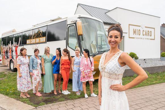 Romy trekt samen met haar Mio's door Vlaanderen met een unieke fashionbus.