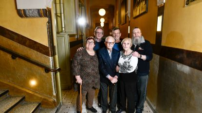 Robert (94) maakt theater over callgirls en groepseks