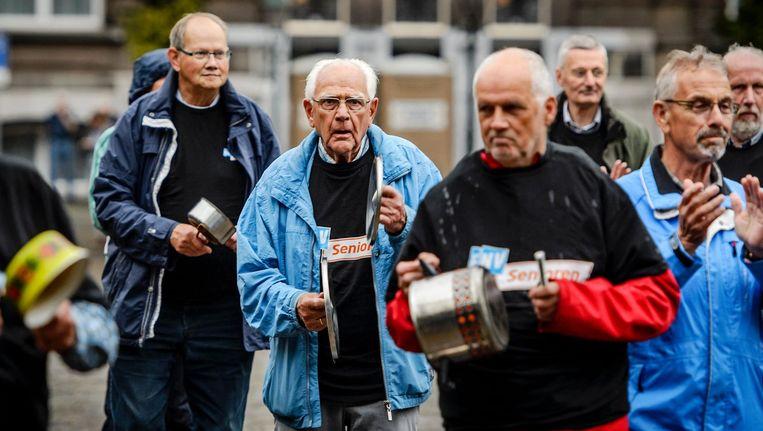 Ouderen voerden in 2015 actie in Den Haag. Met potten, pannen en drums wilden ze de politiek met veel kabaal wakker te schudden. Beeld anp