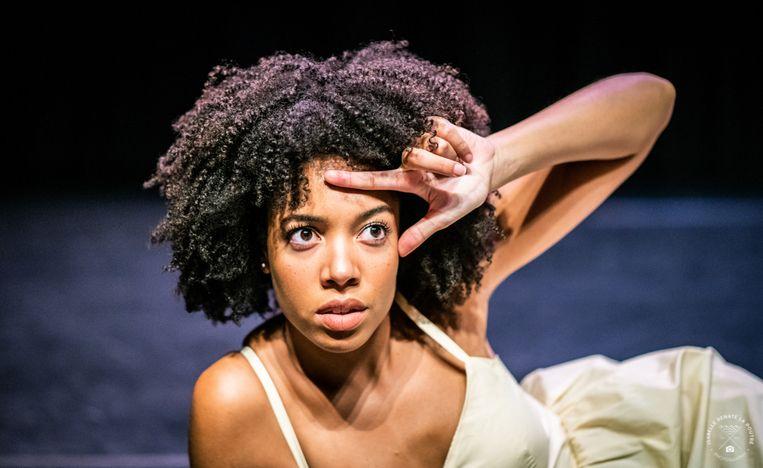 Joy Delima speelt Stamboommonologen. Beeld Isabelle Renate La Poutré