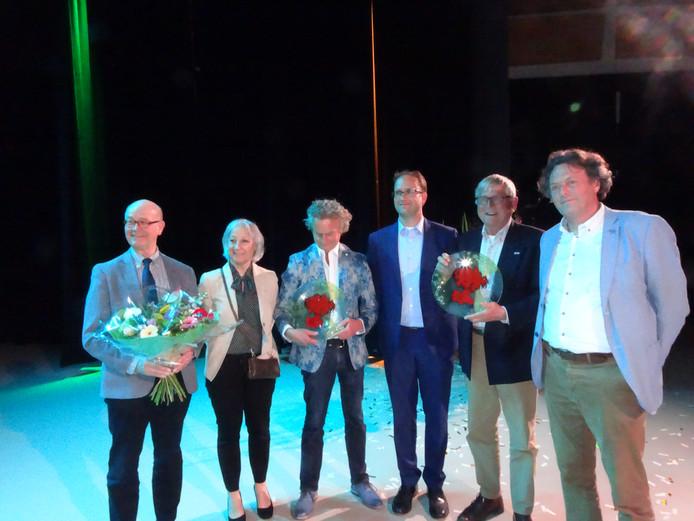 winnaars Kunst- en Cukltuurprijs. 3e van links is Jan van Hoof