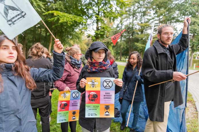 Actiegroep Extinction Rebellion demonstreerde bij het Miljoenenontbijt Utrecht op de KNVB CAMPUS.