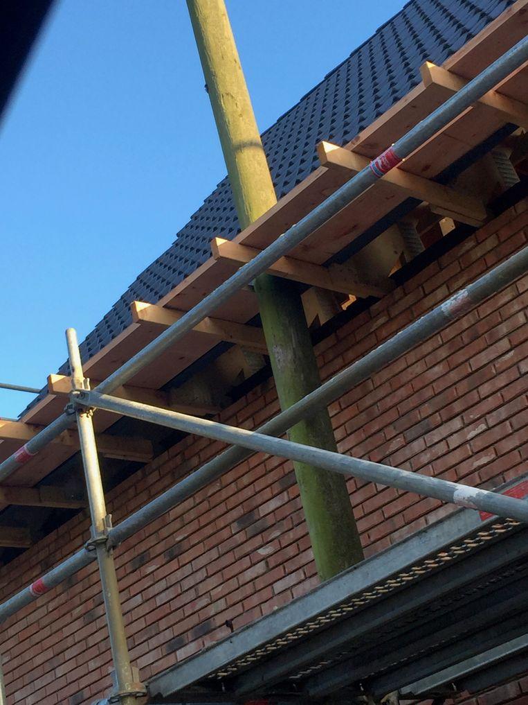 Ook in Zandvliet werd een nieuwbouw opgetrokken rond een verlichtingspaal.
