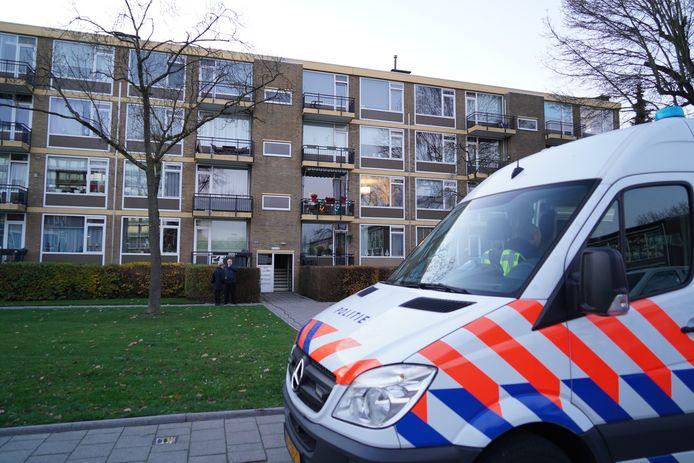 De flat aan de Luntershoek waar vorige week het stoffelijk overschot van Bianca van Es werd aangetroffen.