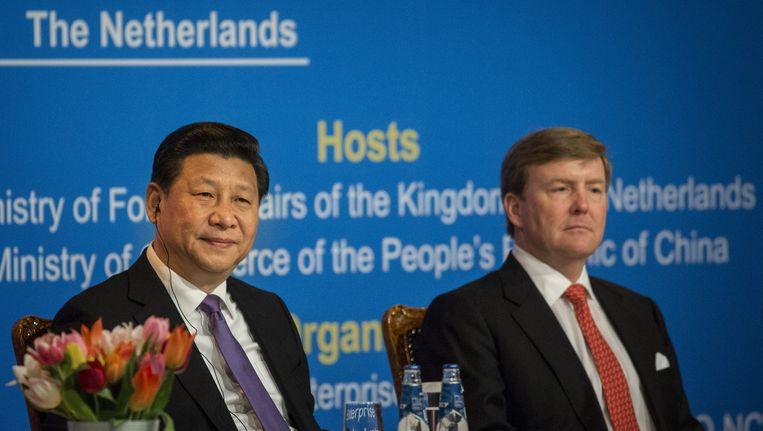 Koning Willem-Alexander (R) en de Chinese president Xi Jinping tijdens de opening van het Sino-Dutch Economic Forum. Beeld anp