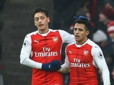 Gesprekken met Sánchez en Özil pas na seizoen hervat